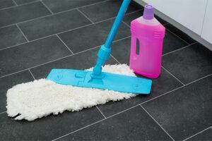 Bodenwischer und reinigungsmittel